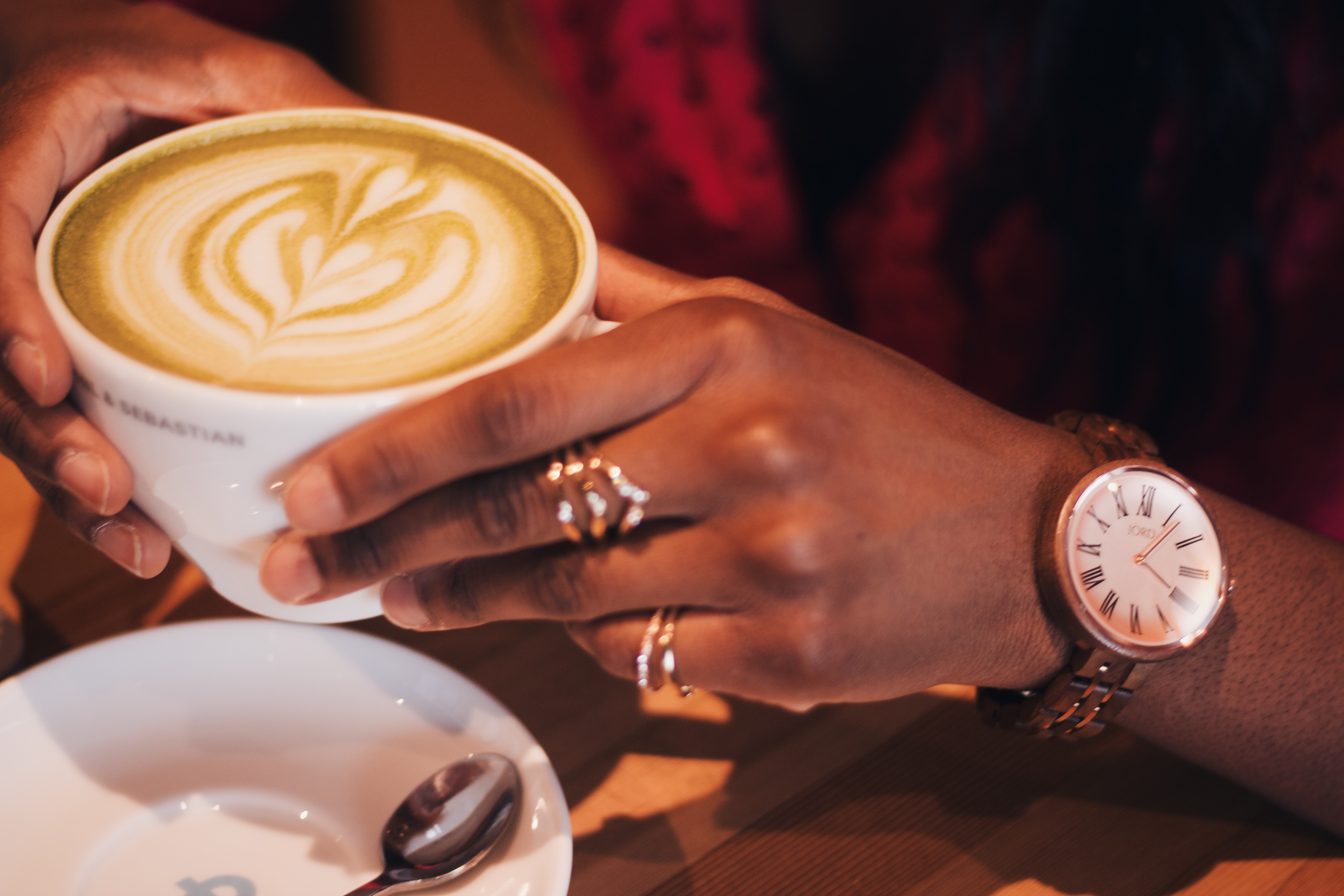 The Perfect Minimalist Watch You'll Need For Fall Outfits